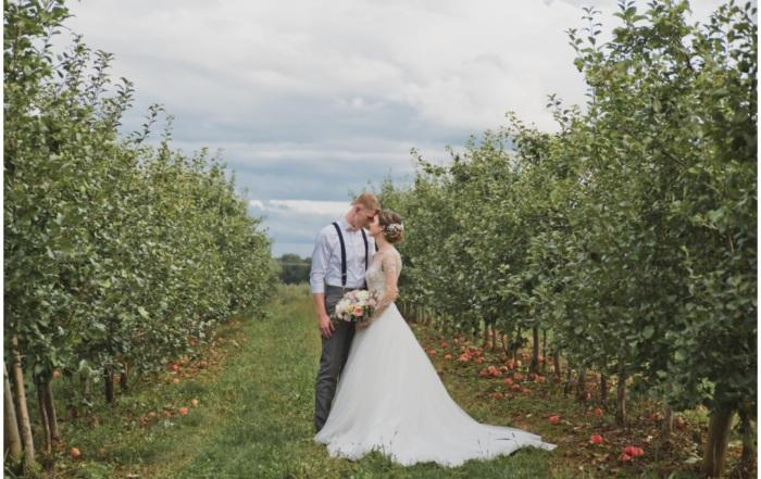 Historic-Round-Barn-Wedding-Photos-Kimberly-Zerfas-Photography